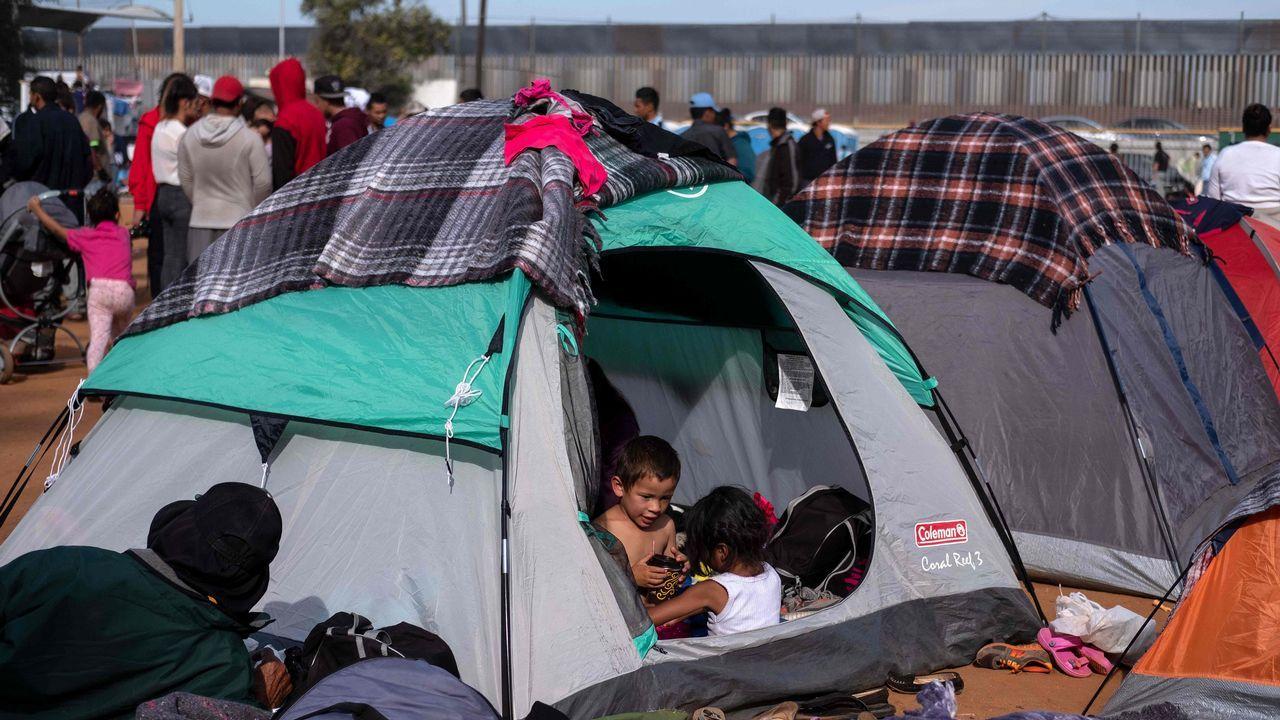 Caravana de inmigrantes en la frontera de EE.UU. con México