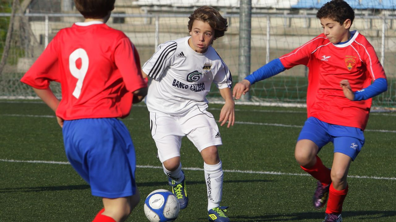 Empezó de niño en el Montañeros de A Coruña, club en el que permaneció hasta que fichó por el Barcelona.
