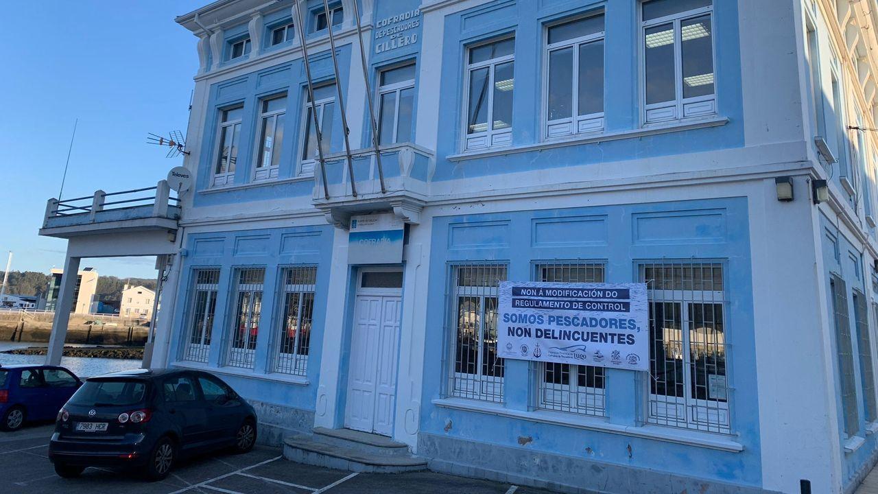 Pancarta en la cofradía de Celeiro contra el reglamento de control pesquero