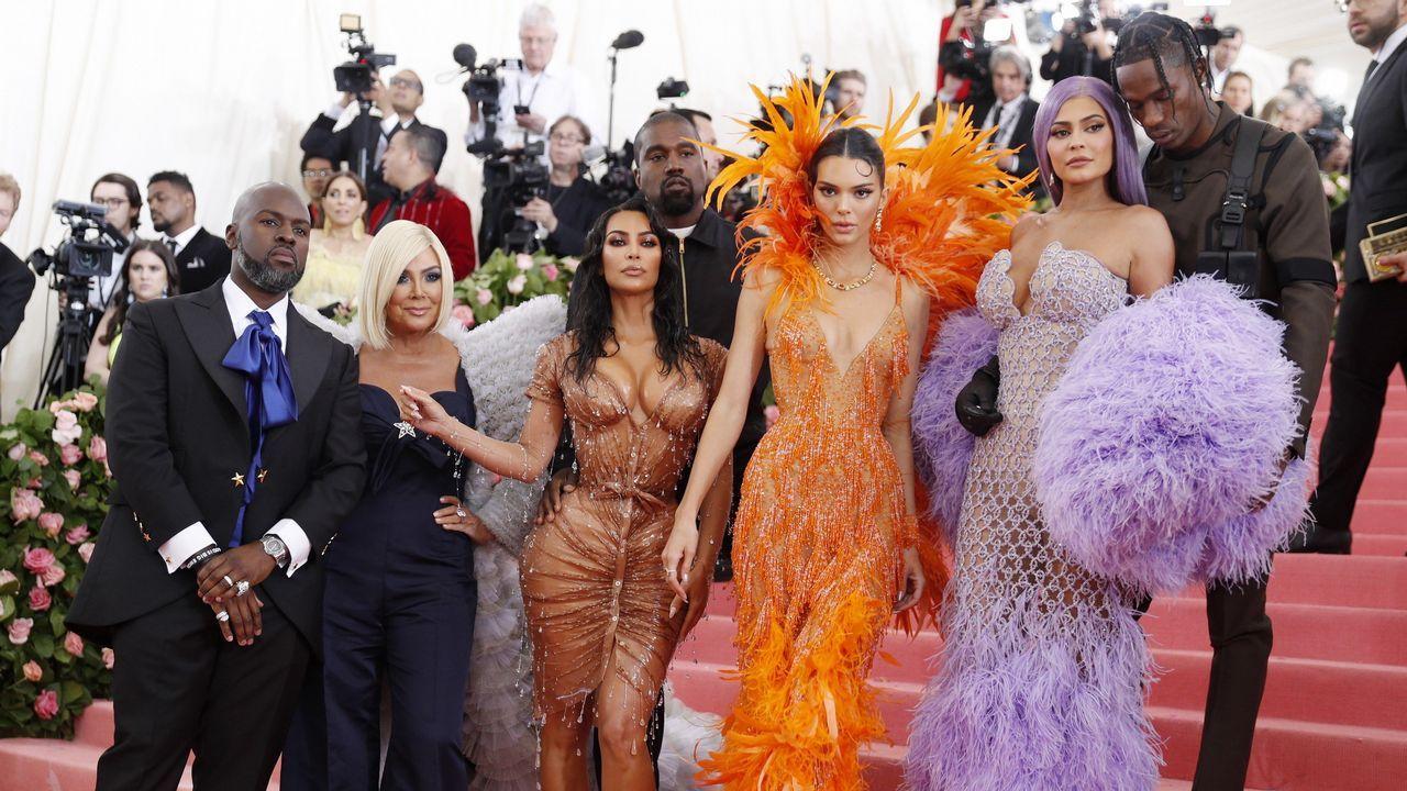 , Corey Gamble, Kris Jenner, Kim Kardashian West, Kanye West, Kendall Jenner, Kylie Jenner y Travis Scott
