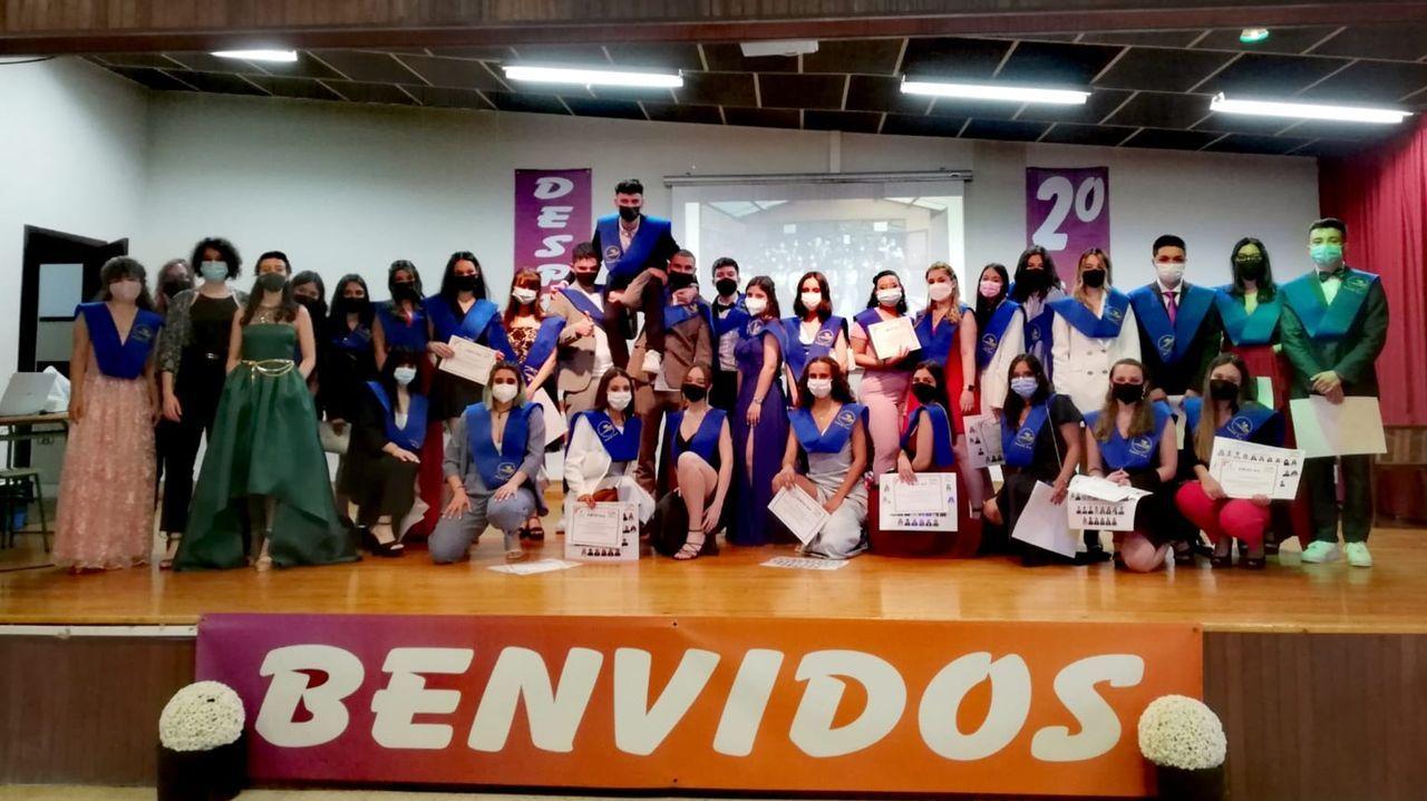 Ourense celebra las 300.000 vacunas.Acto de graduación en el IES Martaguisela.