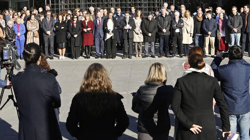 violenciamachista.Concentración de repulsa por el aesinato de Ana María Enjamio, delante del Concello de Vigo