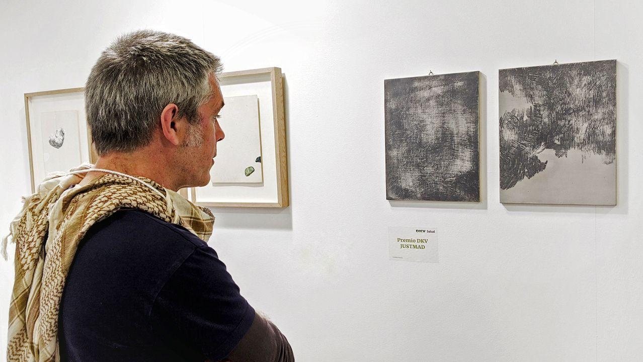 Dos piezas de Tamara Feijoo vendidas a la colección DKV seguros. En el mismo estand de la ourensana Marisa Marimón en JustMad, pudimos disfrutar de las cerámicas y de los tapìces de Mauro Trastoy, además de las fotografías de Eva Díez que se hizo con el Premio de Fotografía Joven de la Fundación Enaire