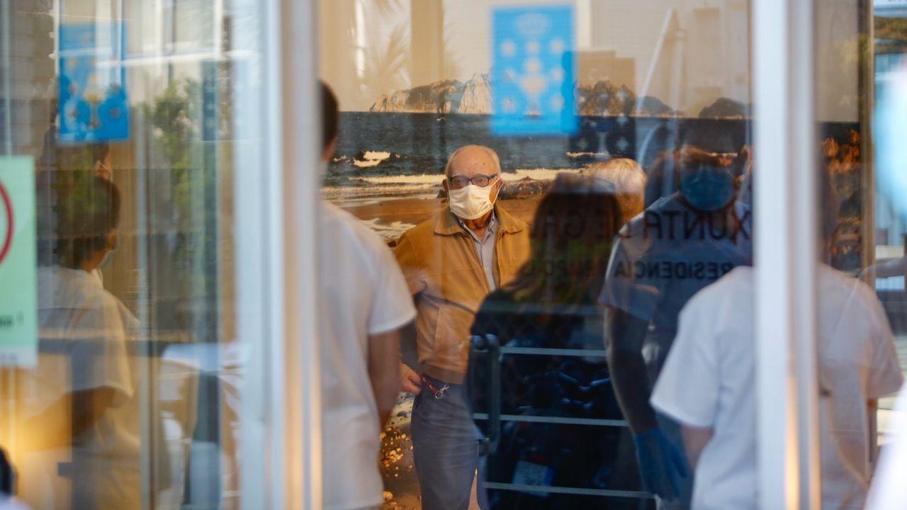 Las trabajadoras de la residencia de la tercera edad O Lecer hablan de su confinamiento.Trabajadores de Povisa, el domingo a las 20.00 horas