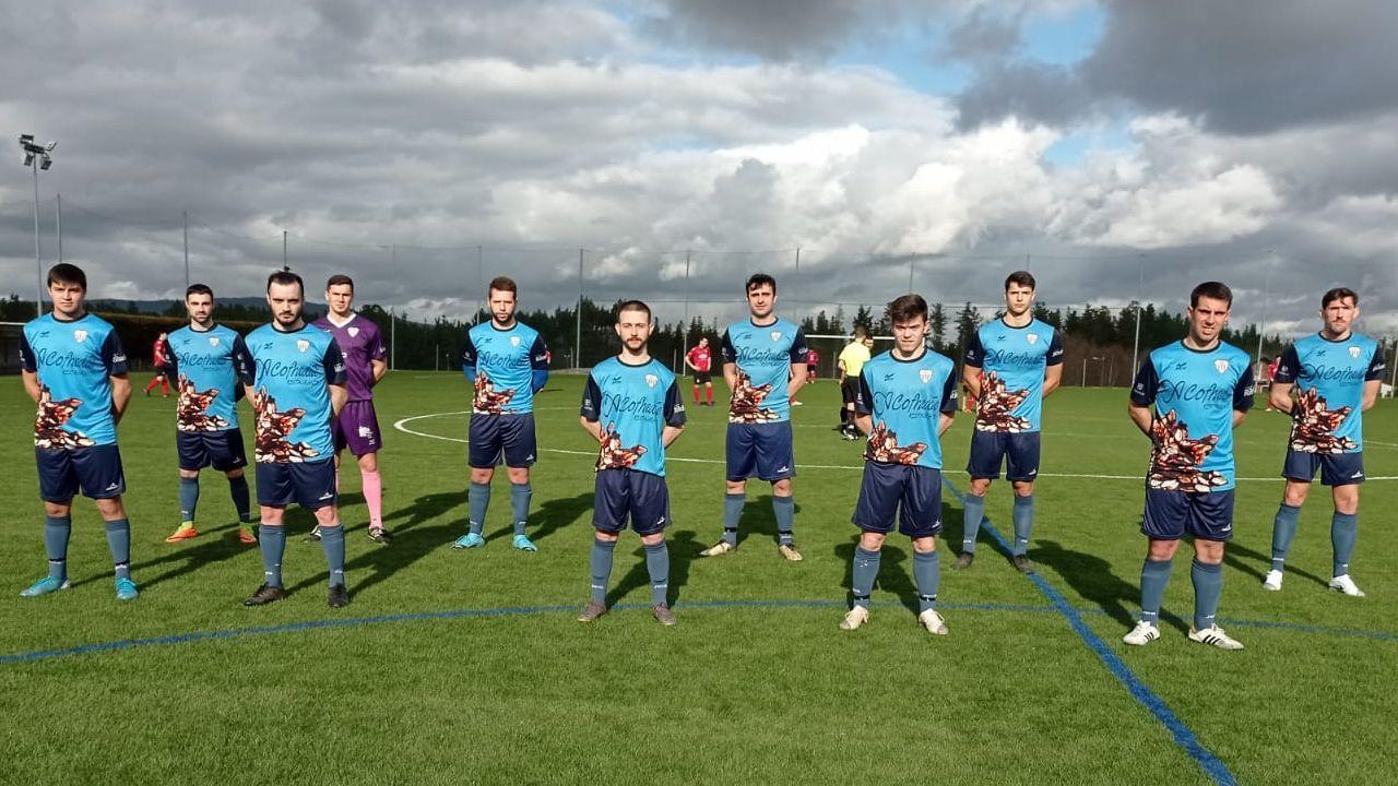 El álbum de fotos del Laracha-Victoria CF.El Sofán, en un amistoso celebrado este mes en O Carral frente al Xallas