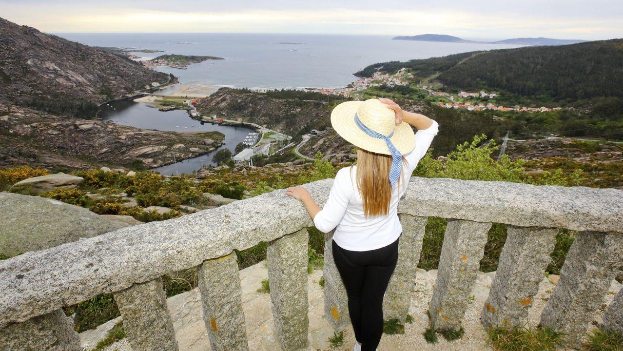 Las mejores vistas en la provincia de A Coruña desde las alturas.Imagen de archivo del covidauto instalado en el Chuac