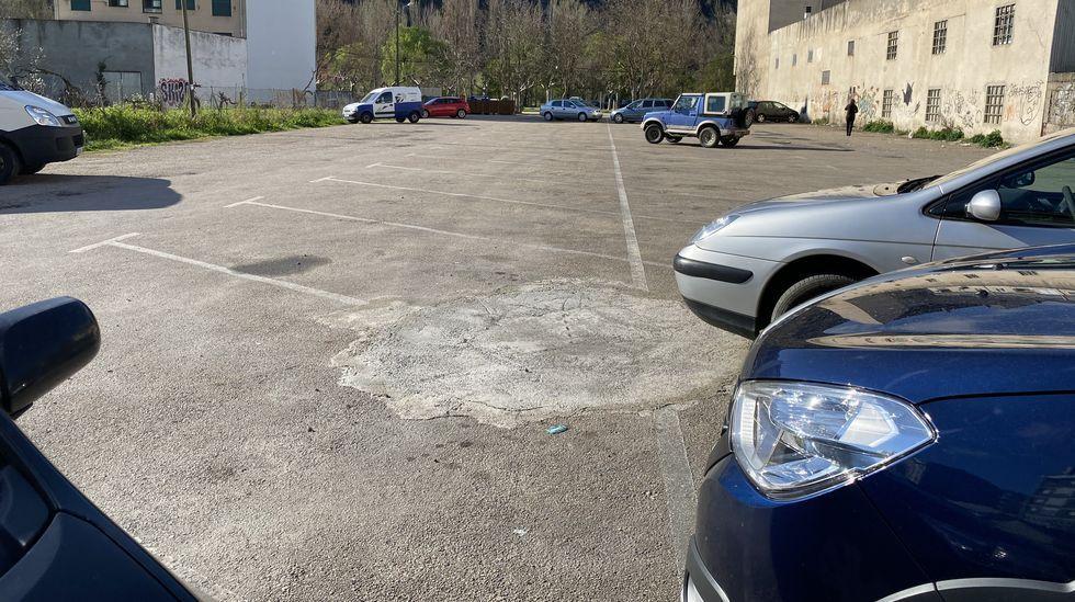 El aparcamiento público de la calle Condesa Fenosa de O Barco está semivacío