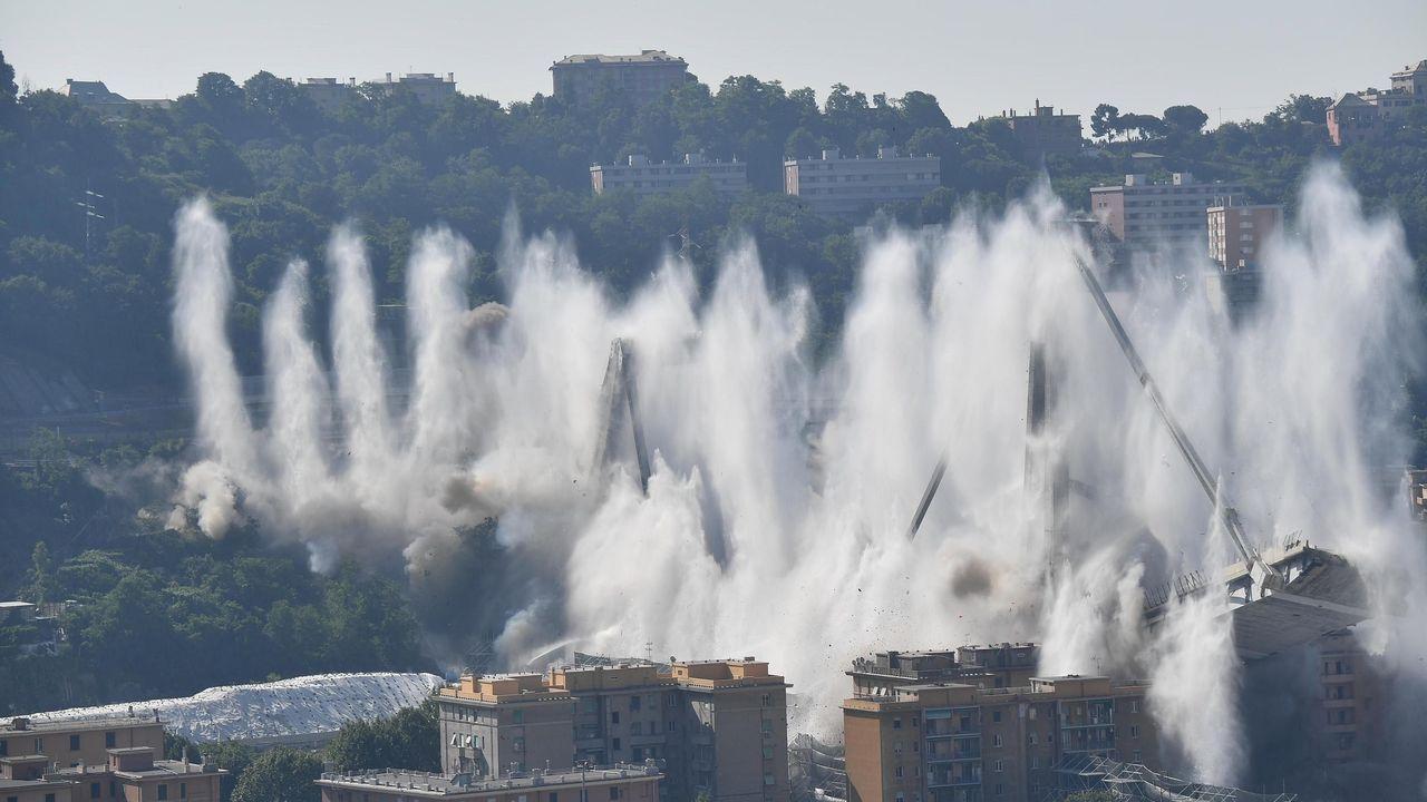 Espectacular demolición del puente Morandi en Génova