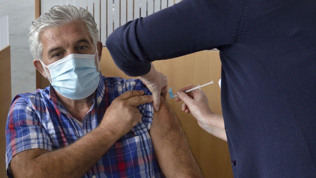 La inmunización comenzará por tripulaciones de barcos de altura, como la de este pincheiro de Gran Sol con base en Celeiro (foto de archivo)