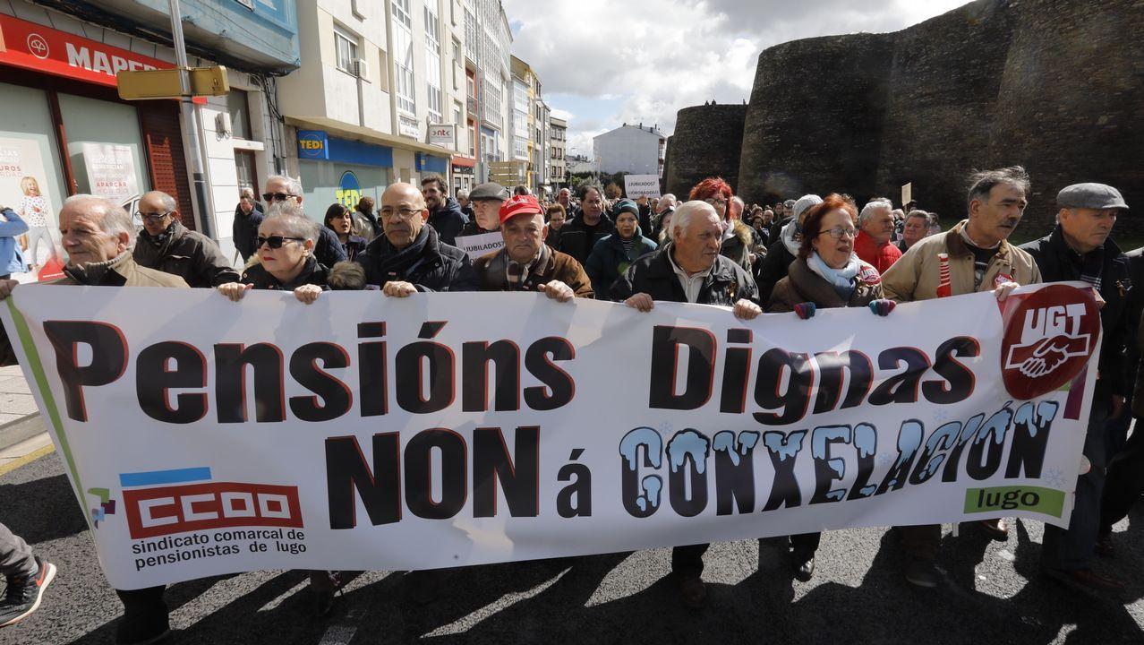 Cientos de pensionistas luchan por sus derechos en el Cantón.Dende o 22 de febreiro véñense producindo en toda España manifestacións reclamando pensións dignas, como esta do sábado en Ferrol