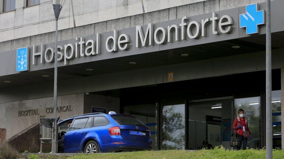 Exterior del hospital comarcal de Monforte, en su entrada principal