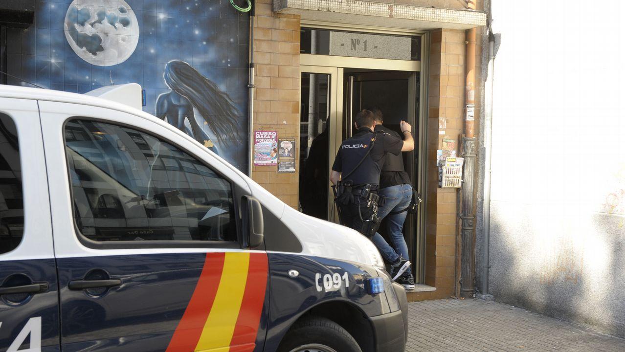 Un momento de un registro en el operativo policial realizado en Ferrol el pasado día 5 de octubre