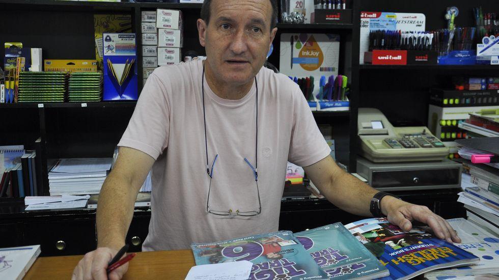 Moncho Martínez regenta la librería Tanco