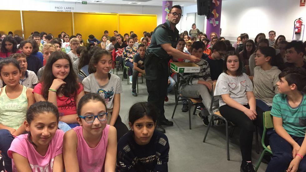 Un paso adelante hacia la normalización en A Silva.Los alumnos de quinto de primaria de Ferrol que participan en el programa  se reunieron ayer en Esmelle