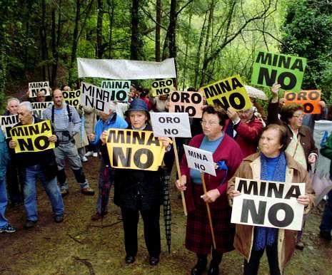 Protesta contra la mina de oro de Salave.