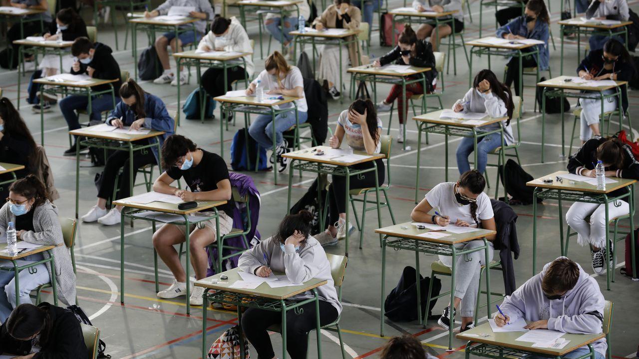 Segundo día de selectividad en Viveiro.Jóvenes examinándose en la Universidad Politécnica de Valencia