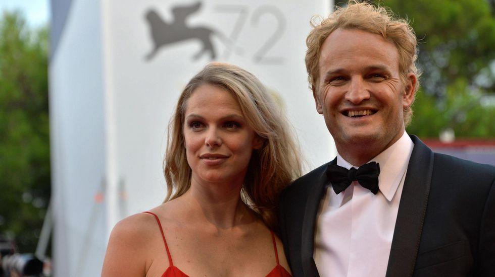 El actor australiano Jason Clarke y su esposa
