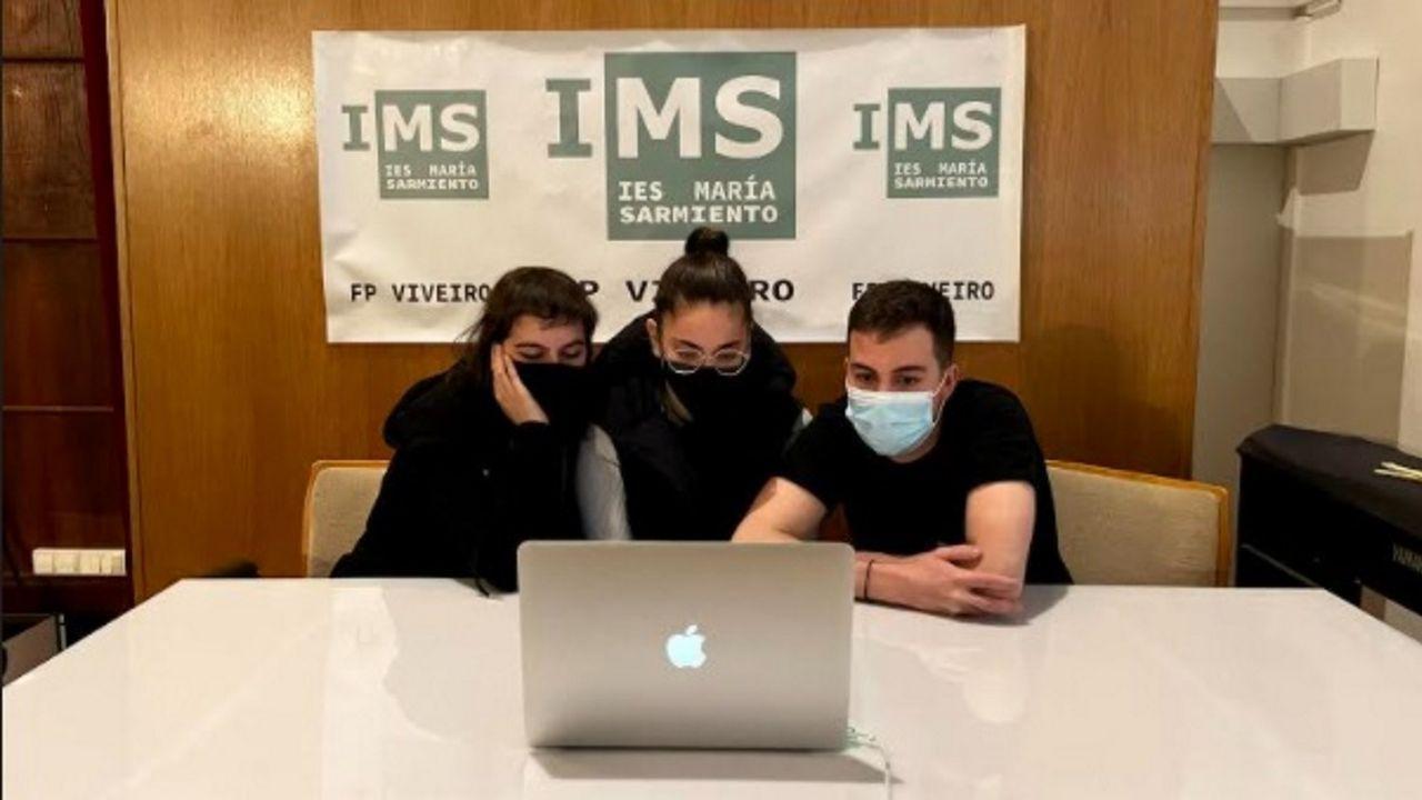 Nerea Montejano, Izaro Rey y Jorge Gómez, del María Sarmiento, autores del proyecto ganador