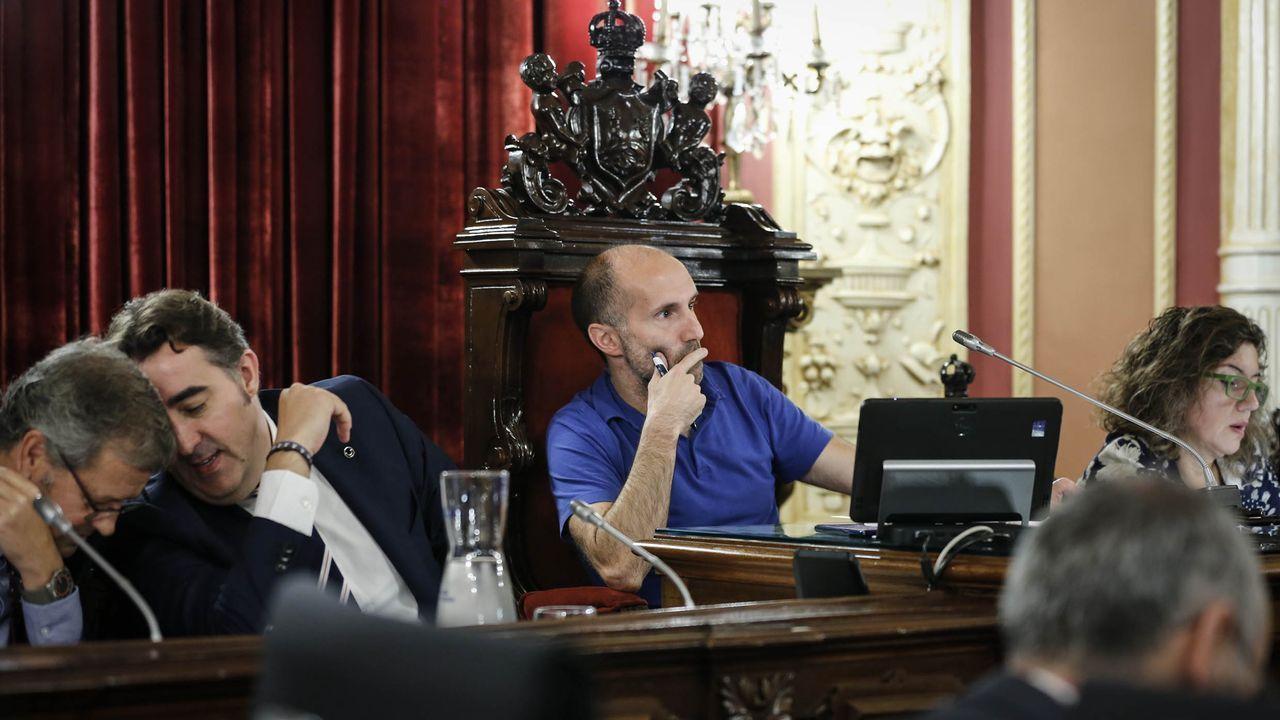 Así es Rafael Manuel Fernández Alonso, el ourensano que es candidato a la presidencia del Gobierno por el Partido Por Un Mundo Más Justo (PUM+J).En Ourense, Gonzalo Pérez Jácome (derecha) es el sucesor en el cargo de Jesús Vázquez (izquierda)