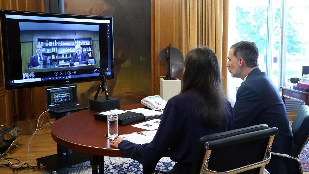 Don Felipe VI y doña Letizia se han reunido con el Presidente de Central Lechera Asturiana SAT y de CAPSA FOOD, Bertino Velasco, y con su Director General, José Armando Tellado