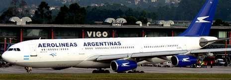 Unas obras en la pista de Lavacolla sirvieron en la primavera del 2008 para poner a prueba las dimensiones de Peinador con un Airbus A-340 llegado de Argentina.