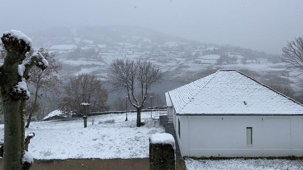 Nieve en el embalse de Celeiros, en Chandrexa de Queixa