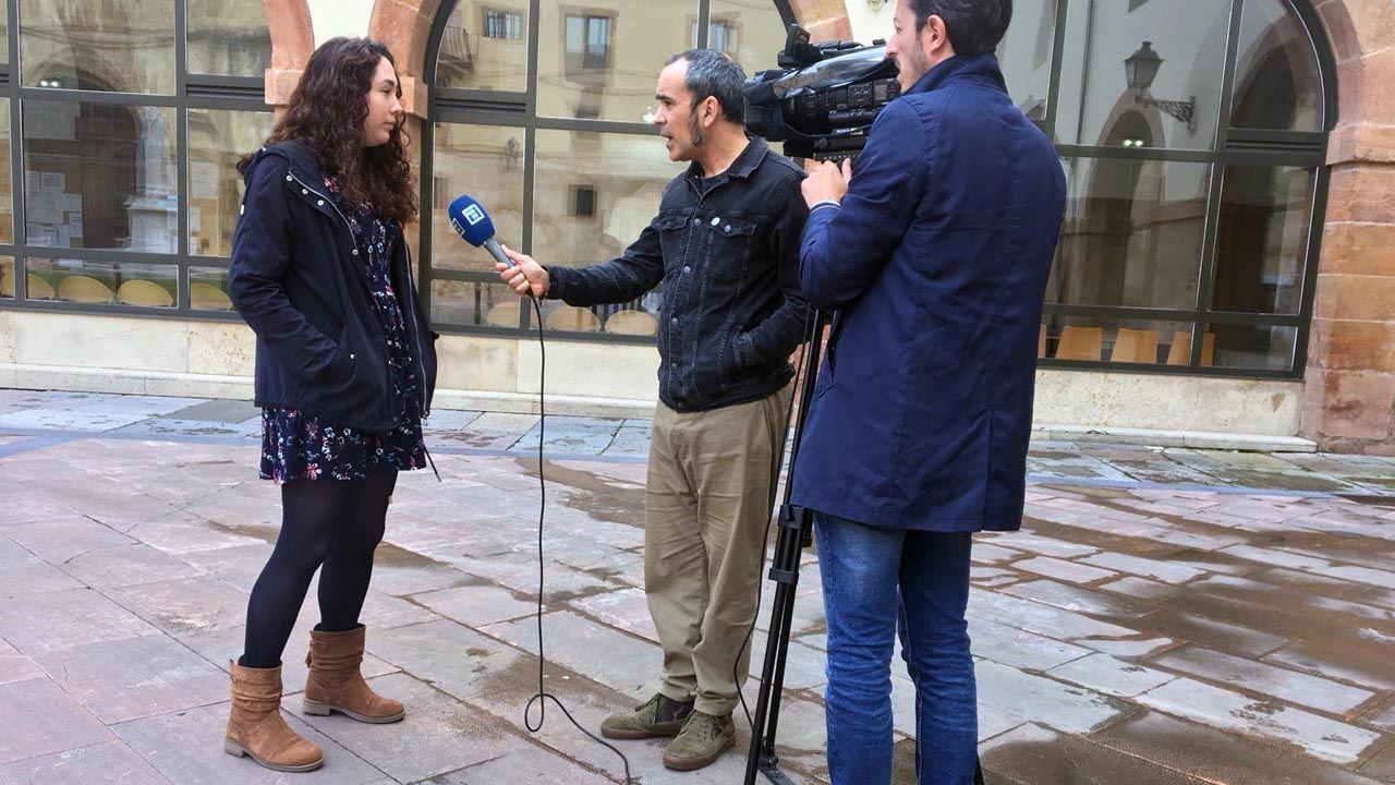 Las caras del equipo de Gobierno de Pedro Sánchez.Una de las portavoces de la Asamblea por el Futuro de la Investigación en Asturias atiende a los medios