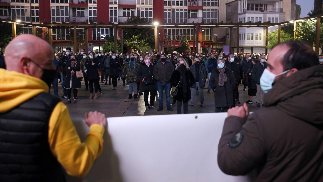 Protesta de la hostelería en Ribeira y A Pobra.Residencia del mayor de Ribeira