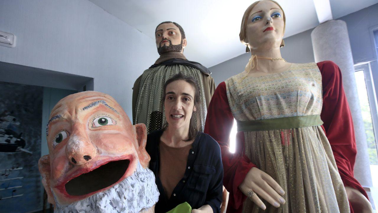 La antigua cárcel de Sarria acoge las obras de 75 artistas.El Gobierno estima nula la inscripción del Pazo de Meirás en favor de los Franco