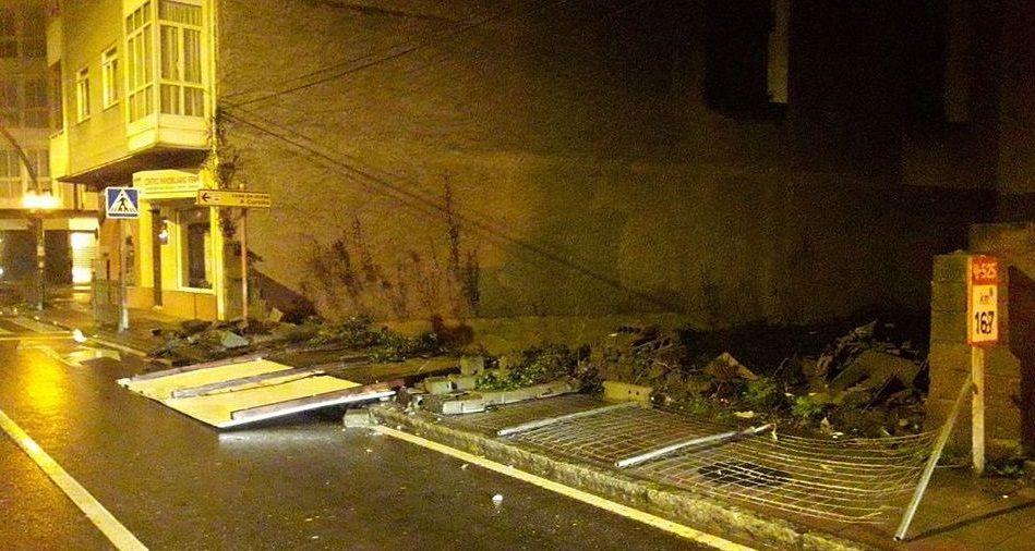 ASÍ HA CASTIGADO EL TEMPORAL A OURENSE.En la avenida Luis Espada de Verín cayó un muro