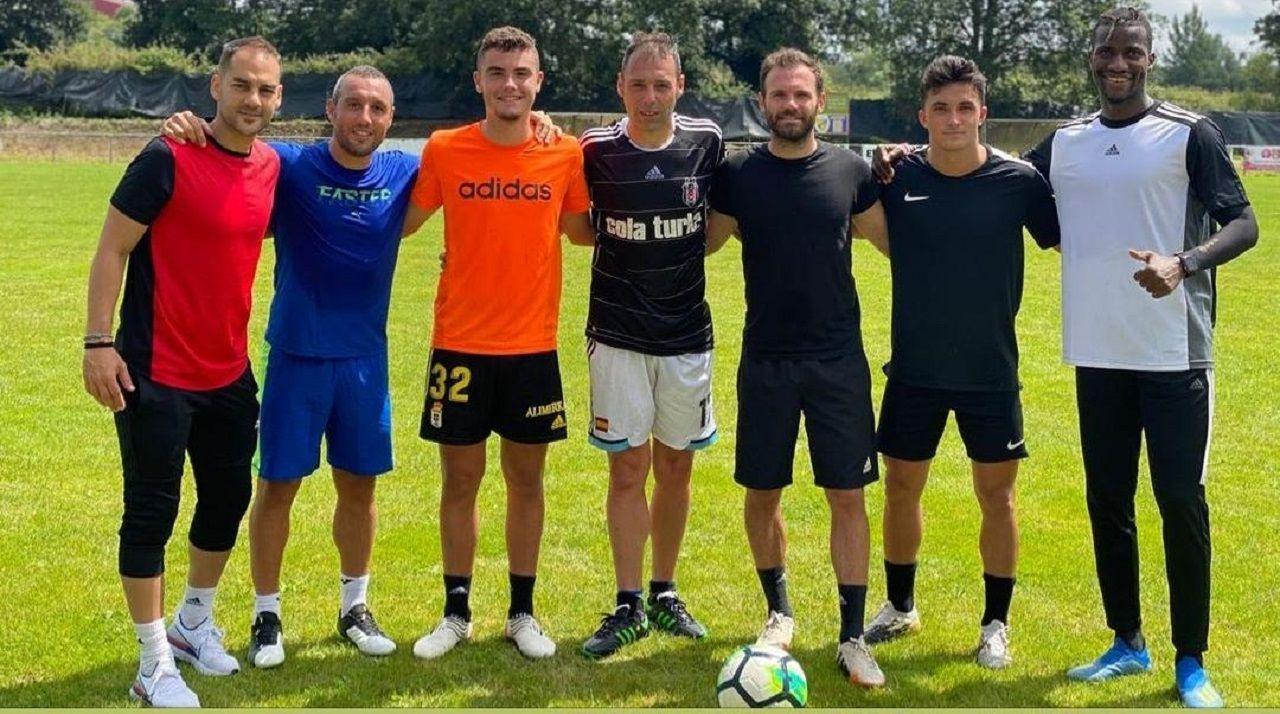 De izquierda a derecha: Michi Menéndez, Santi Cazorla, Álex Cardero, Nando Cazorla, Juan Mata, Manu García e Ibra Baldé