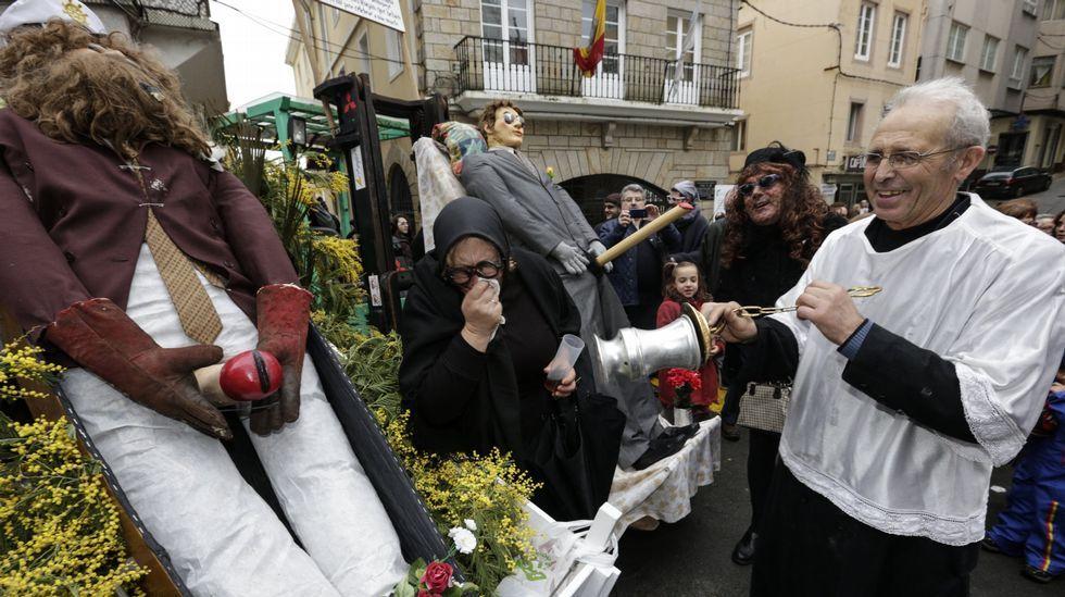 Los expedicionarios reemprenden la marcha tras un descanso en San Pedro Mártir.