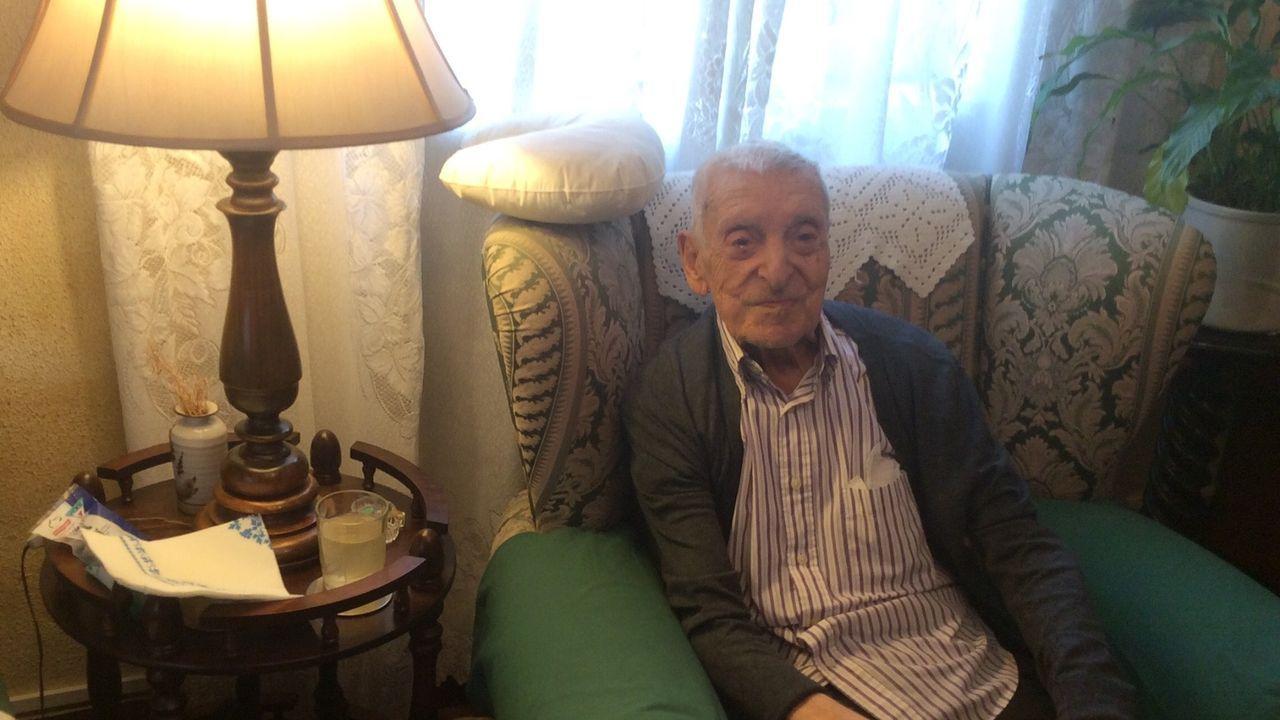 Manuel Fuertes, en el 2017, cuando fue homenajeado por sus antiguos alumnos con motivo de su 100 cumpleaños