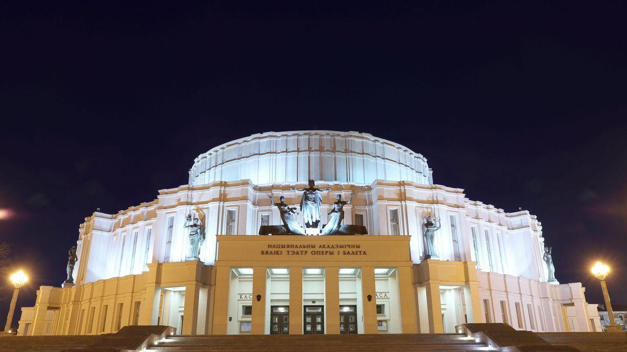 El teatro de la Ópera y del Ballet Bolshoi, en Minsk, antes del apagado de luces