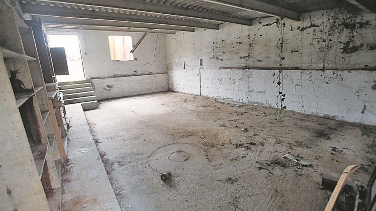 Abuín ocultó el cadáver de Diana Quer en este sótano de la nave de Rianxo, que estaba lleno de agua, y en el que permaneció 496 días.