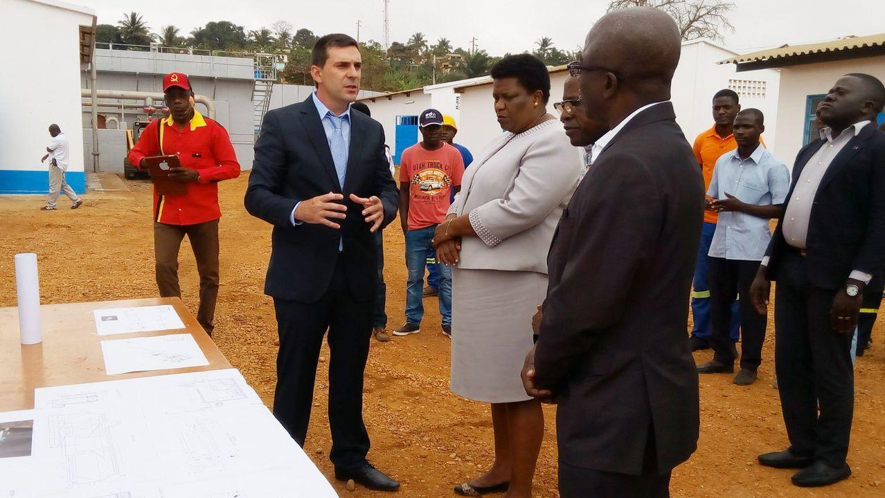 José María Negreira, durante la inauguración de una planta de potabilización de Espina & Delfín en Angola