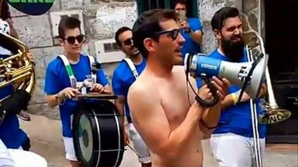 La juerga de Iker Casillas en las fiestas de su pueblo.Sara Carbonero, durante una presentación que tuvo lugar en junio en Madrid