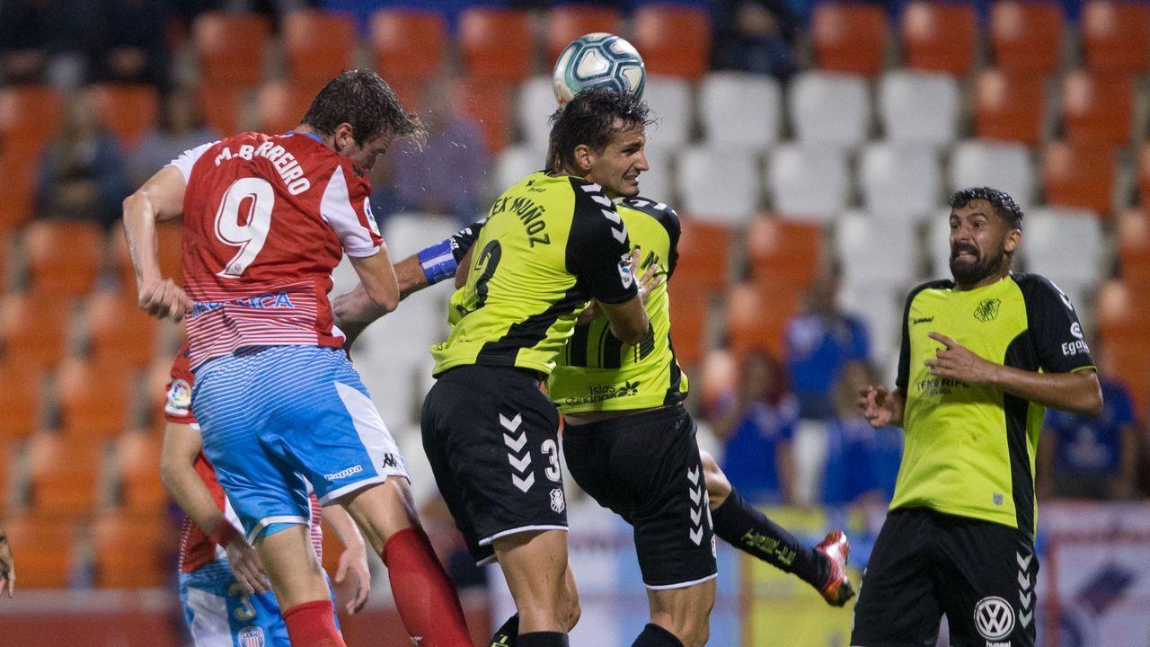 Jimmy Almeria Real Oviedo Estadio Juegos Mediterraneos.Jimmy pugna por un esférico frente al Almería