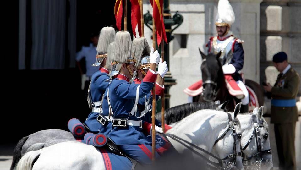 Integrantes de la Guardia Real tras la coronación del rey Felipe VI el pasado mes de junio