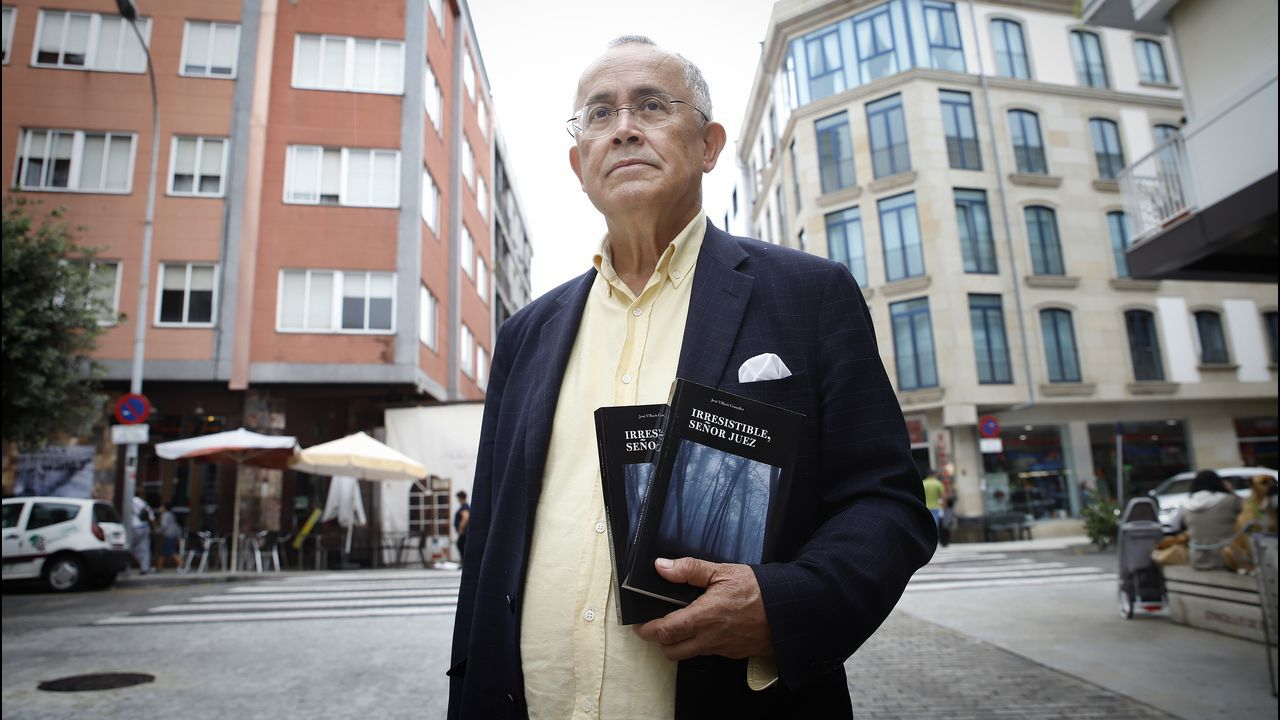Presentación del libro de José Villacís en Boiro.Ilustración: Érica Esmorís