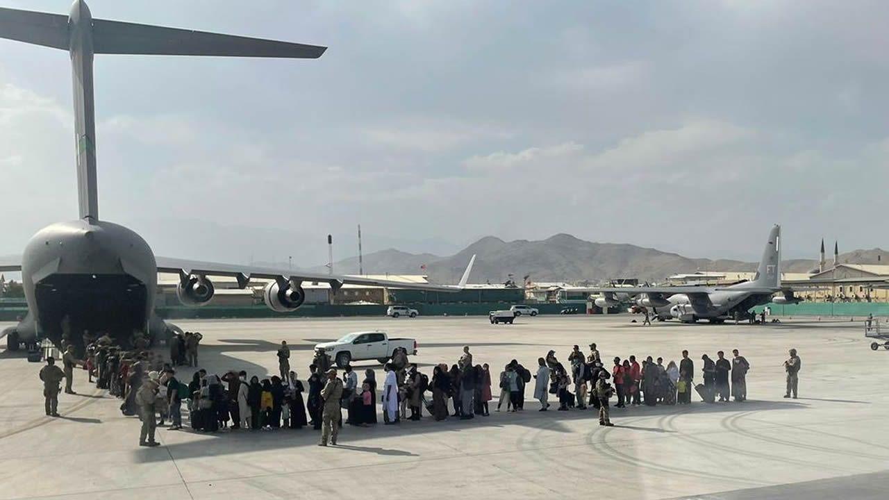 Evacuación en el aeropuerto de Kabul