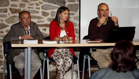 Eduardo Noya e Aurelia Picallo acompañaron a Xan Fernández Carrera na presentación.