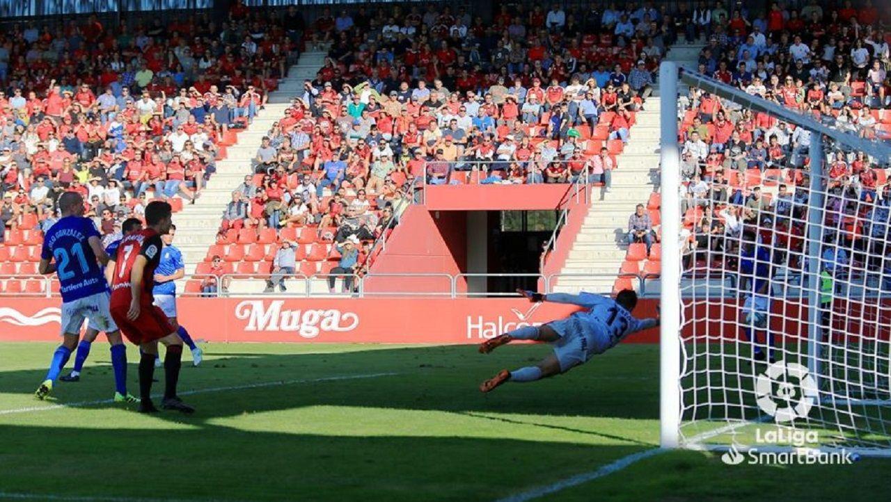 Gol Merquelanz Mirandes Real Oviedo Anduva.Champagne no puede evitar el tanto de Merquelanz