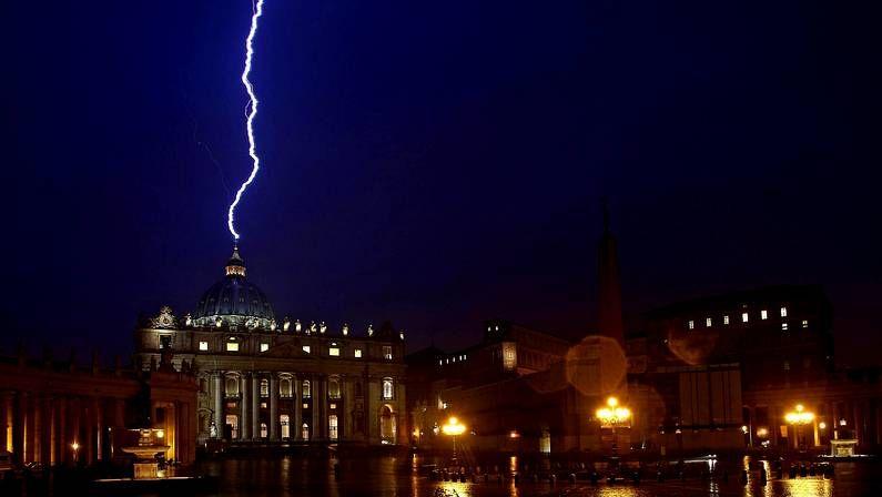 Un rayo golpea la basílica de San Pedro el mismo día en el que Benedicto XVI anuncia su dimisión