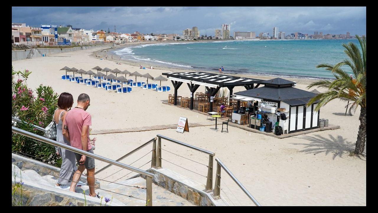 Un chiringuito de playa en la playa de Levante, en Cabo de Palos