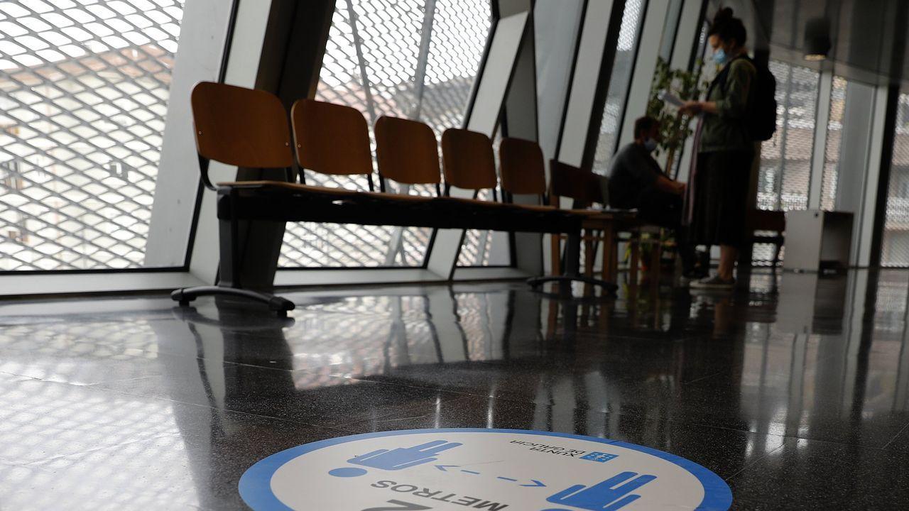 La MITvuelve a llenarde teatro Ribadavia.Sanitarios con un paciente en Madrid