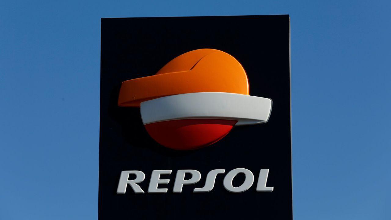 Nueva protesta de los trabajadores de Repsol a las puertas de la refinería.Refinería de Repsol en A Coruña.