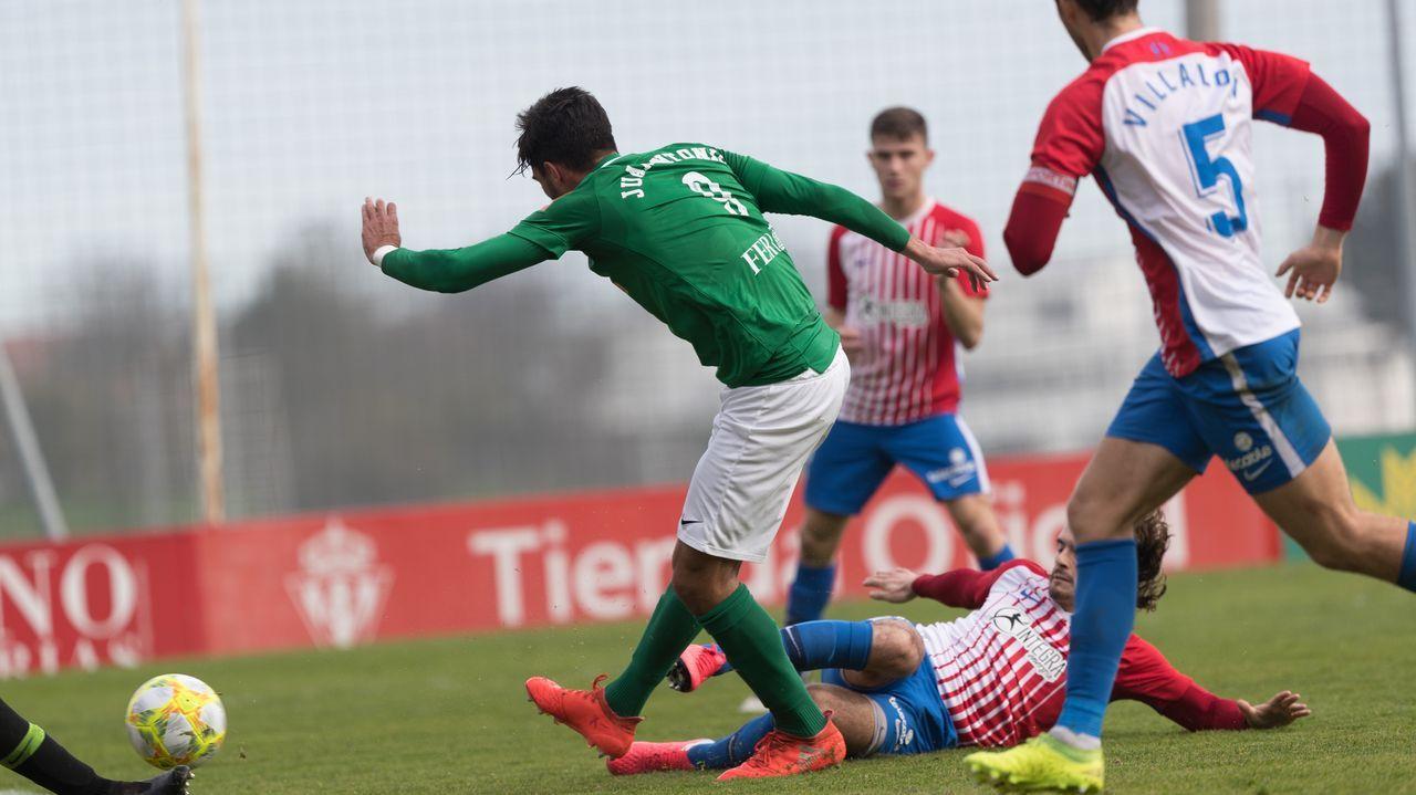 Entrevista íntegra a Fernando Vázquez: «Mi carrera estuvo mal dirigida».Los futbolistas del Vetusta celebran un gol