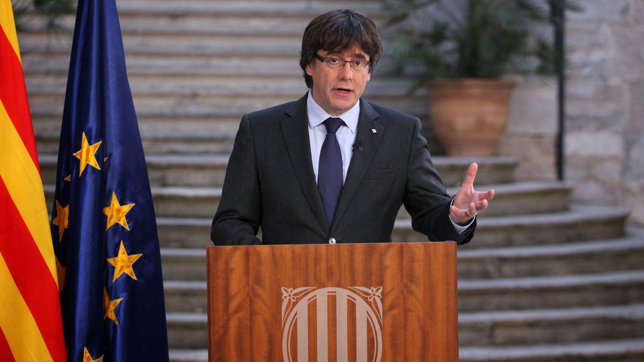 Puigdemont no se da por destituido y llama a hacer «oposición democrática» al 155.María Castro, durante la pedida de mano en «El Hormiguero»