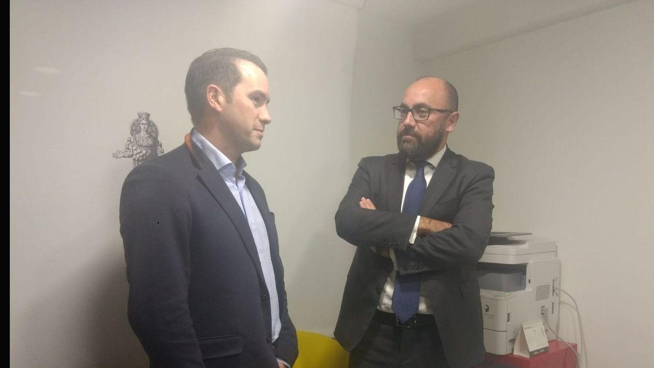 El portavoz de OCAN, José Ángel Gayol y el abogado Alberto Suárez